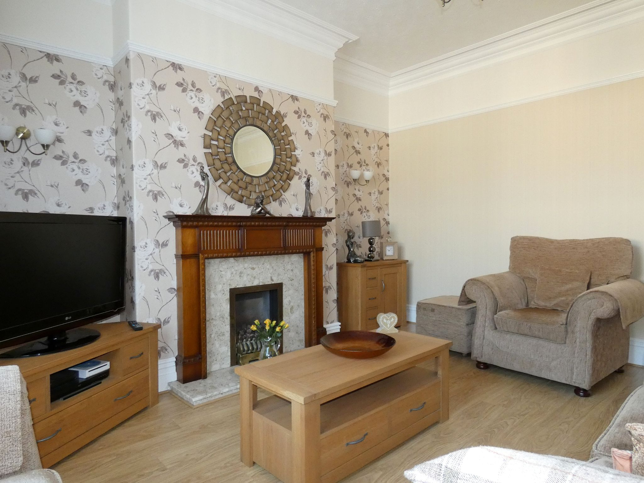 5 bedroom semi-detached house For Sale in Bishop Auckland - Lounge.