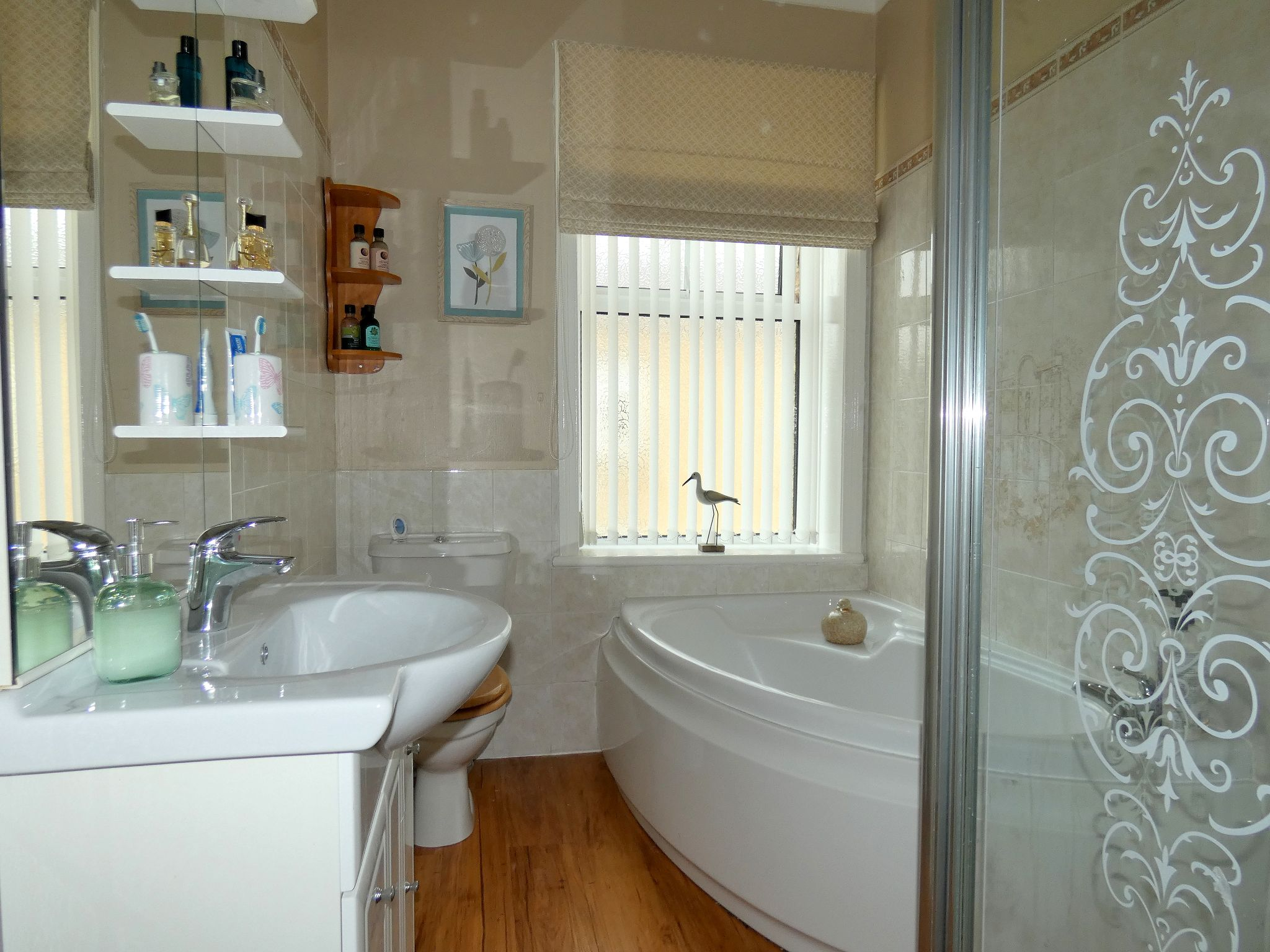 5 bedroom semi-detached house For Sale in Bishop Auckland - Family Bathroom.