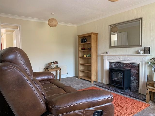 2 bedroom semi-detached bungalow Sale Agreed in Bishop Auckland - Lounge.