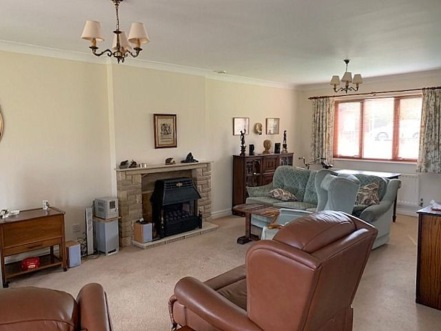 3 bedroom detached bungalow Sale Agreed in Bishop Auckland - Lounge.