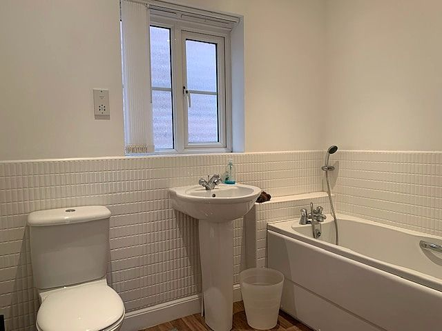3 bedroom detached house For Sale in Bishop Auckland - Family Bathroom.