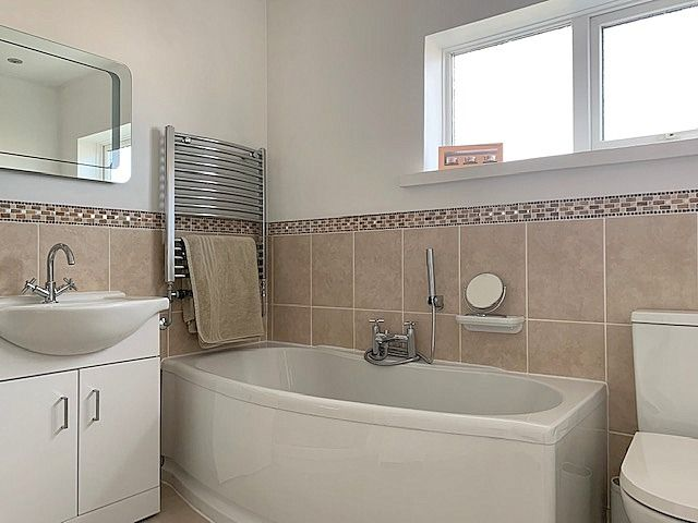4 bedroom semi-detached house Sale Agreed in Bishop Auckland - Family Bathroom.