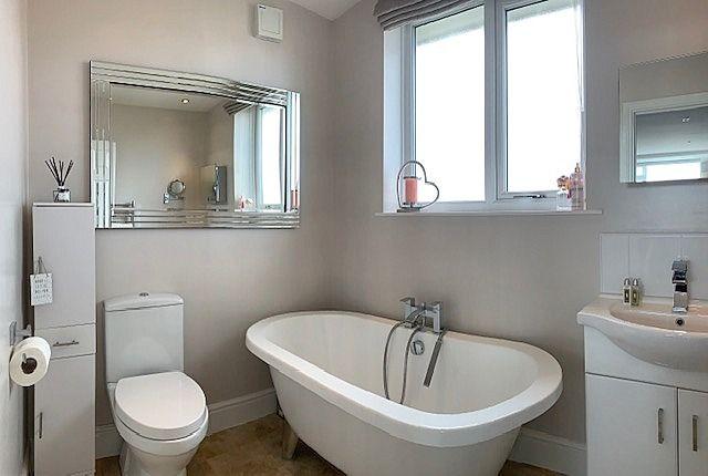 4 bedroom semi-detached house Sale Agreed in Bishop Auckland - En-Suite Bathroom.
