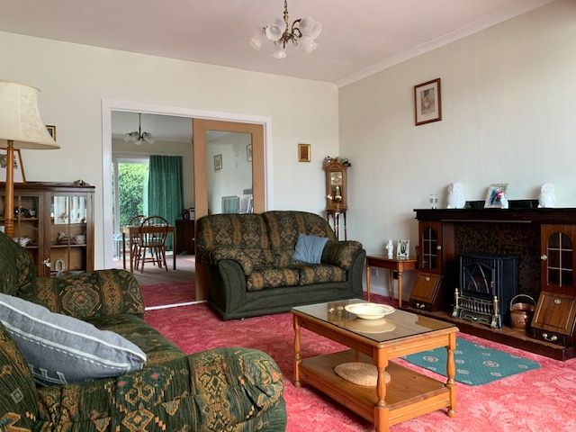 4 bedroom detached bungalow For Sale in Bishop Auckland - Lounge.