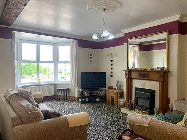 4 bedroom end terraced house For Sale in Bishop Auckland - Lounge.