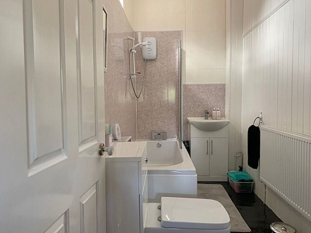 4 bedroom end terraced house For Sale in Bishop Auckland - Family Bathroom.