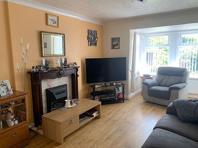 3 bedroom mid terraced house For Sale in Bishop Auckland - Lounge.