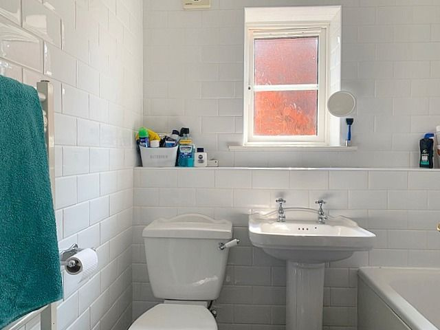 3 bedroom detached house SSTC in Newton Aycliffe - Family Bathroom.