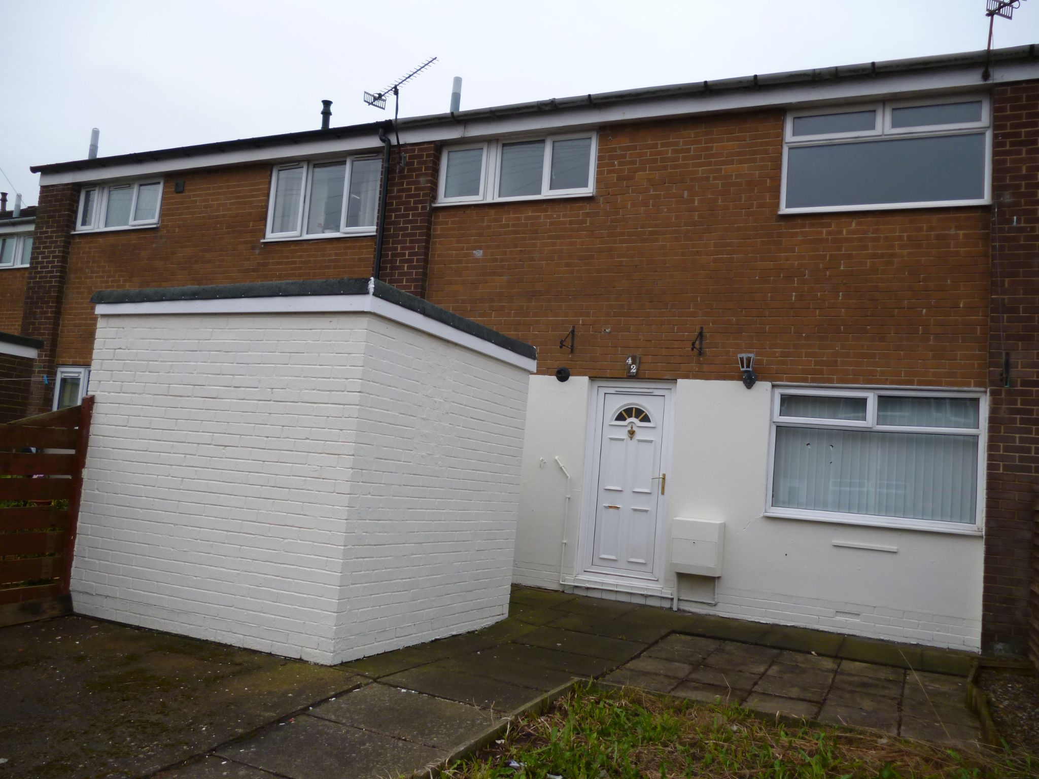 2 bedroom mid terraced house Sale Agreed in Shildon - Photograph 1.