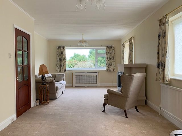 3 bedroom detached bungalow For Sale in Bishop Auckland - Lounge.