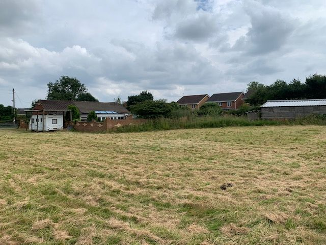 3 bedroom detached bungalow For Sale in Bishop Auckland - Paddock and Outbuildings.