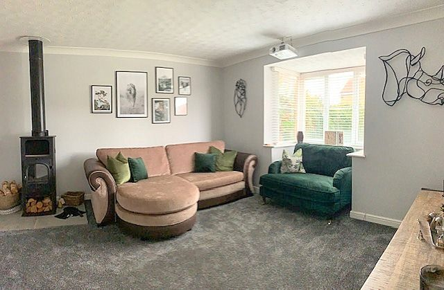 4 bedroom detached house For Sale in Bishop Auckland - Lounge.