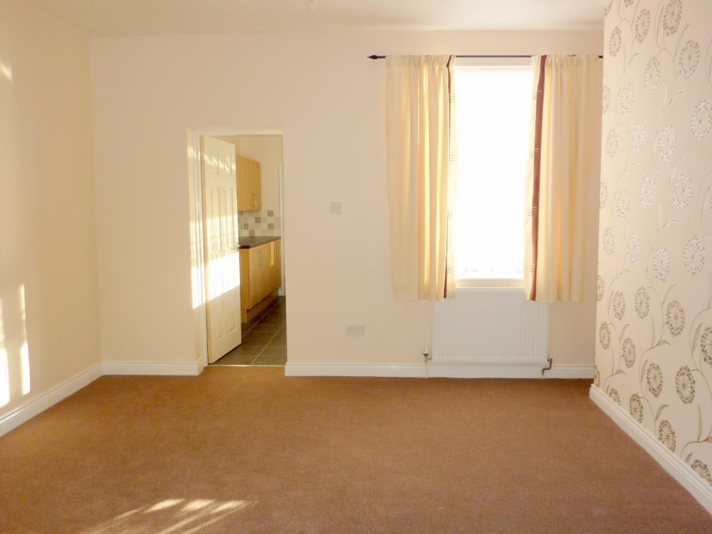 2 bedroom mid terraced house For Sale in Bishop Auckland - Photograph 3.