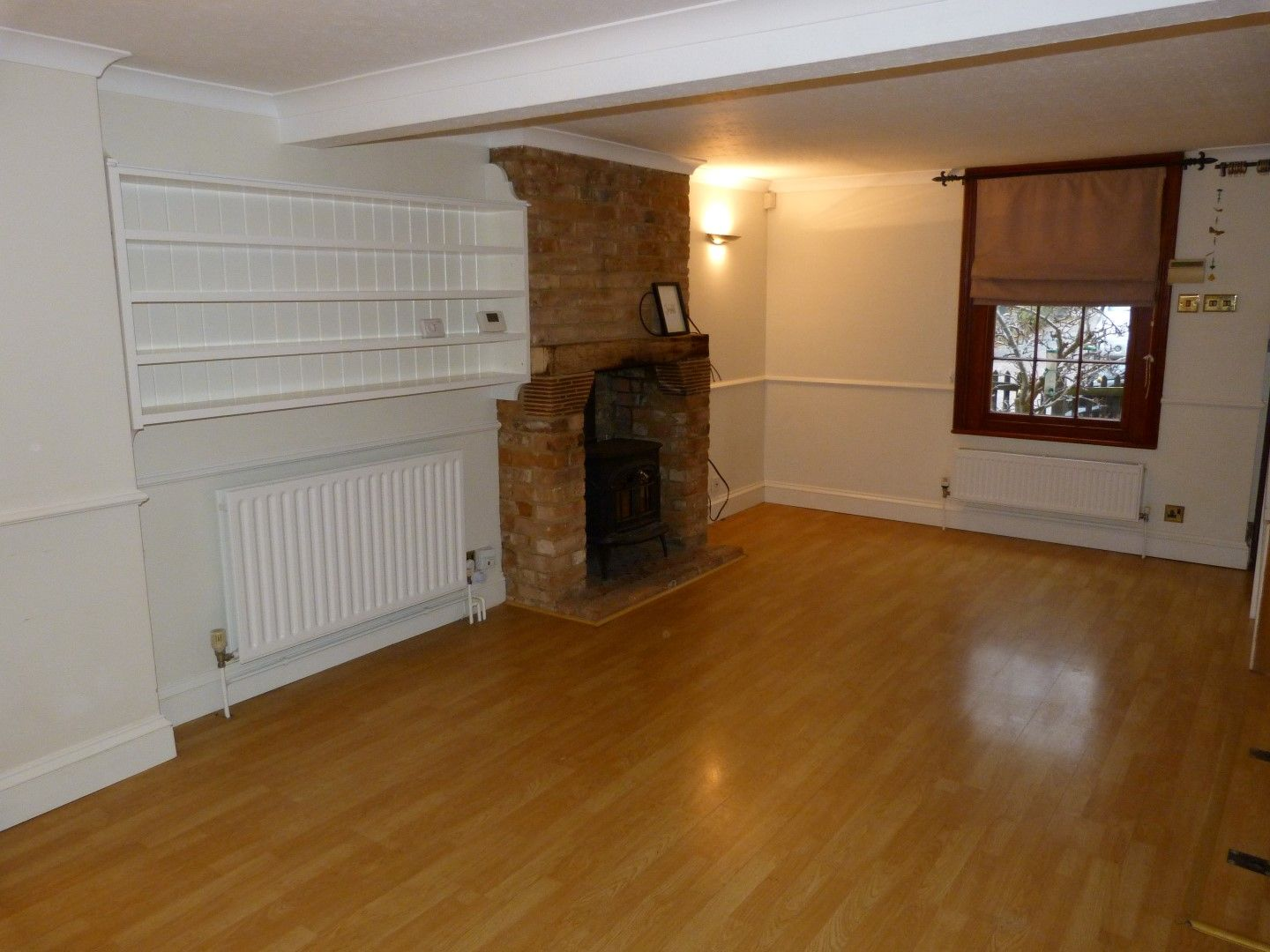 2 bedroom cottage house For Sale in Broadstairs - Property photograph