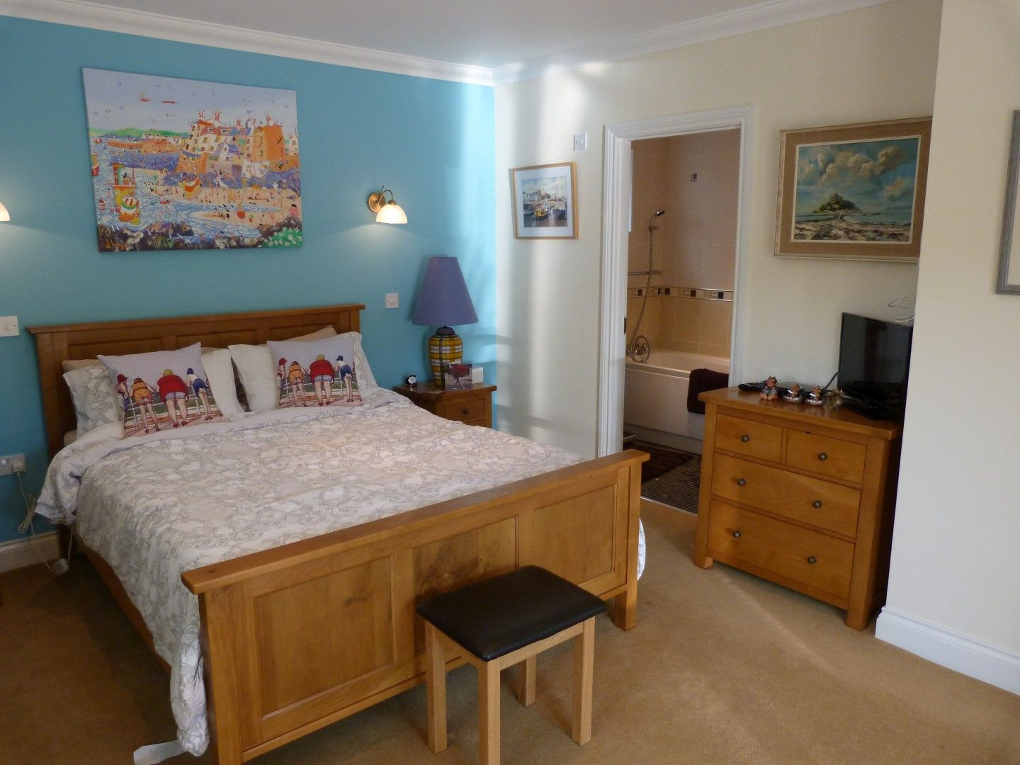 4 bedroom detached house For Sale in Broadstairs - Photograph 5