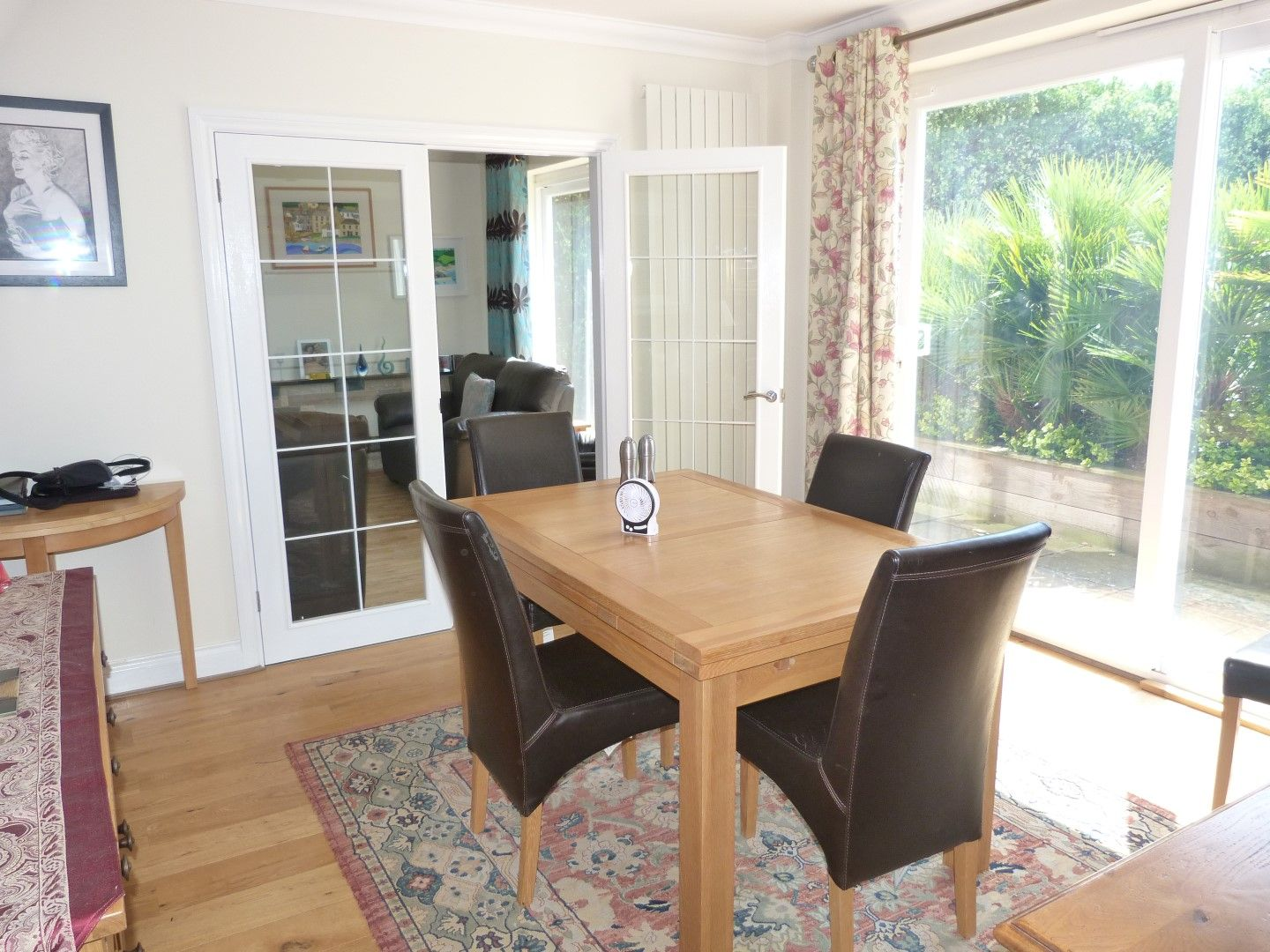 4 bedroom detached house For Sale in Broadstairs - Photograph 3
