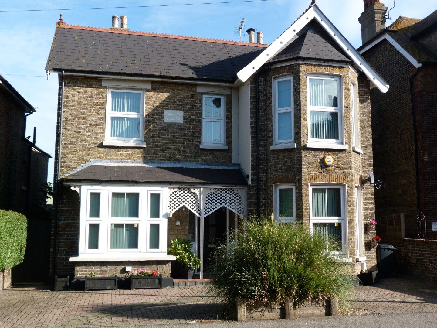 5 bedroom detached house For Sale in Broadstairs - Property photograph