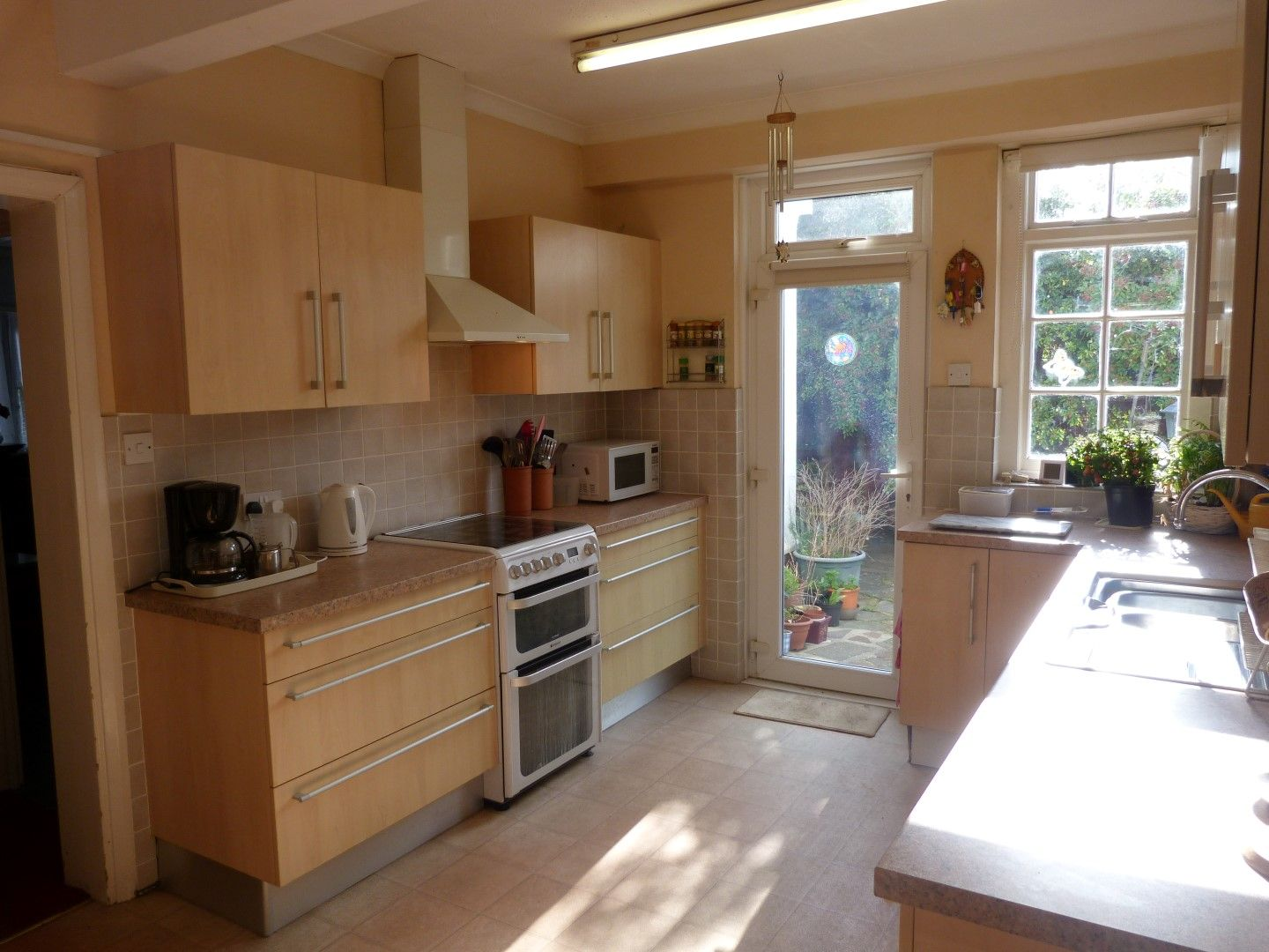 4 bedroom detached house For Sale in Broadstairs - Photograph 8