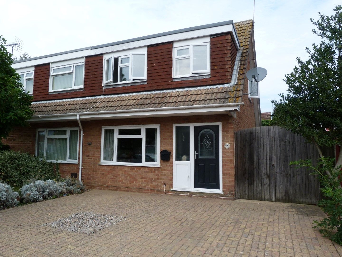 3 bedroom semi-detached house For Sale in Broadstairs - Property photograph