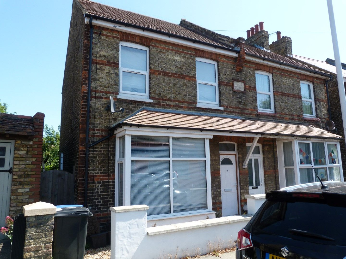 2 bedroom semi-detached house For Sale in Broadstairs - Property photograph