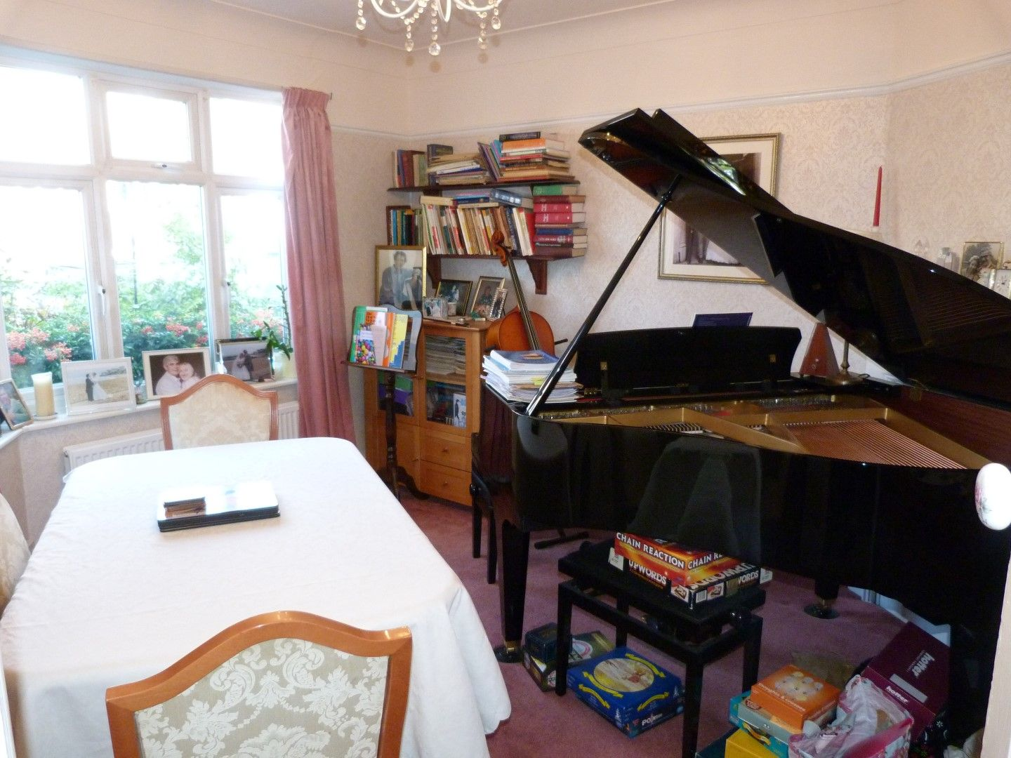4 bedroom semi-detached house For Sale in Broadstairs - Property photograph