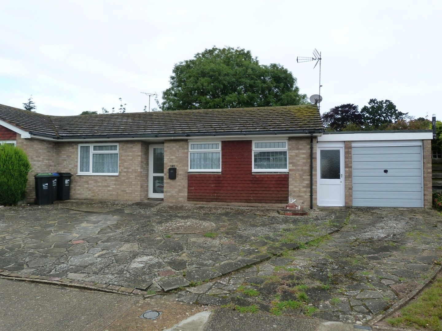 3 bedroom semi-detached bungalow For Sale in Broadstairs - Property photograph