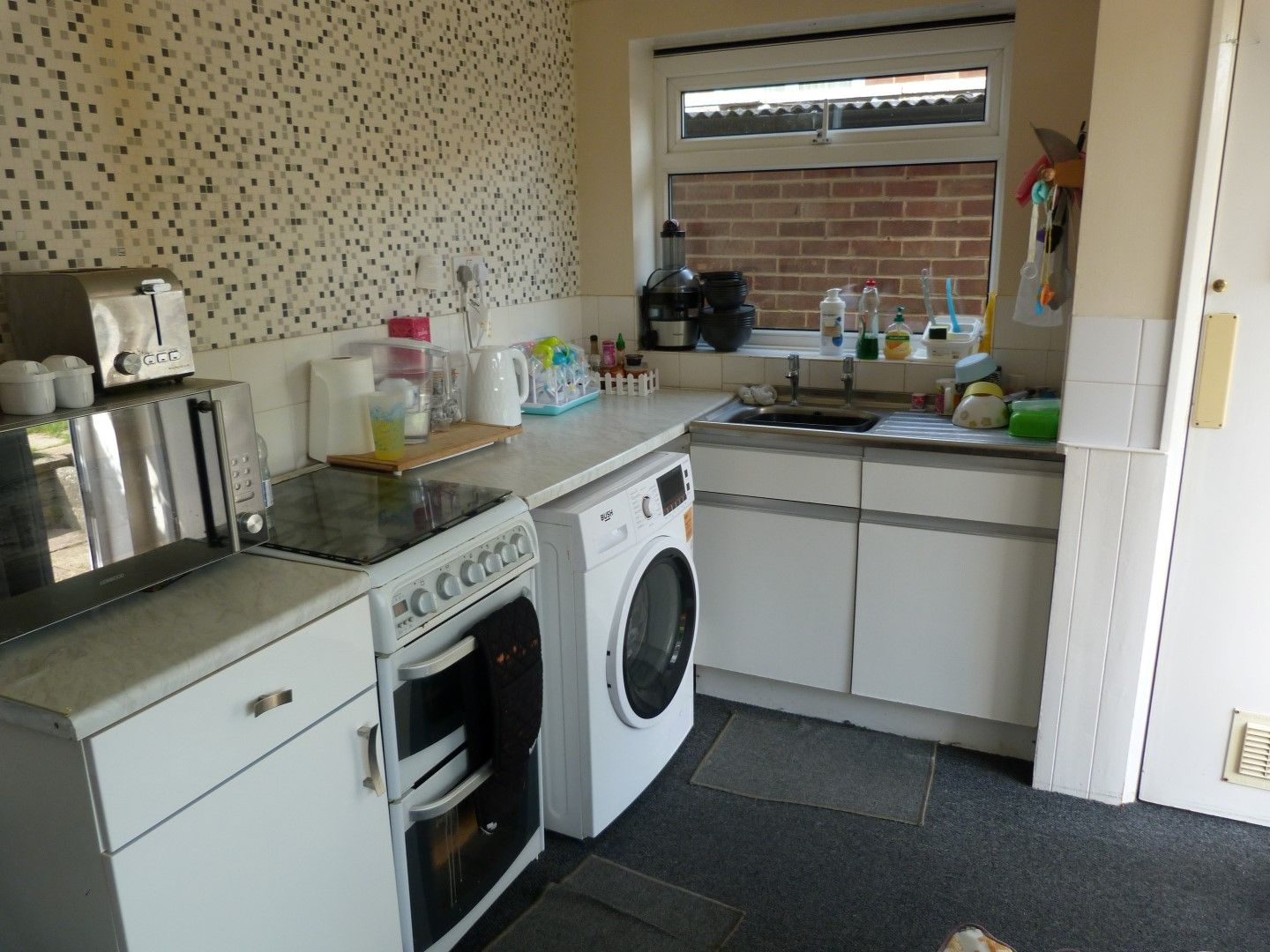 2 bedroom semi-detached bungalow For Sale in Ramsgate - Property photograph