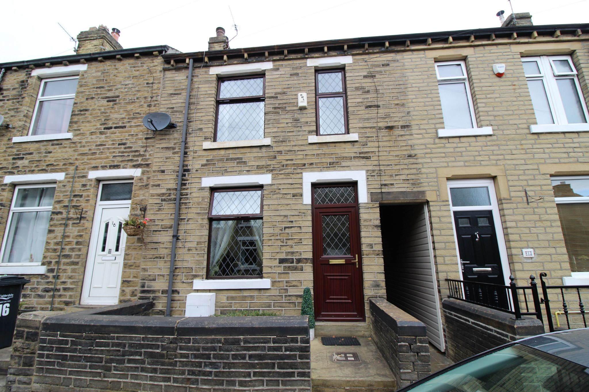 2 bedroom mid terraced house Sold in Brighouse - Catherine Street