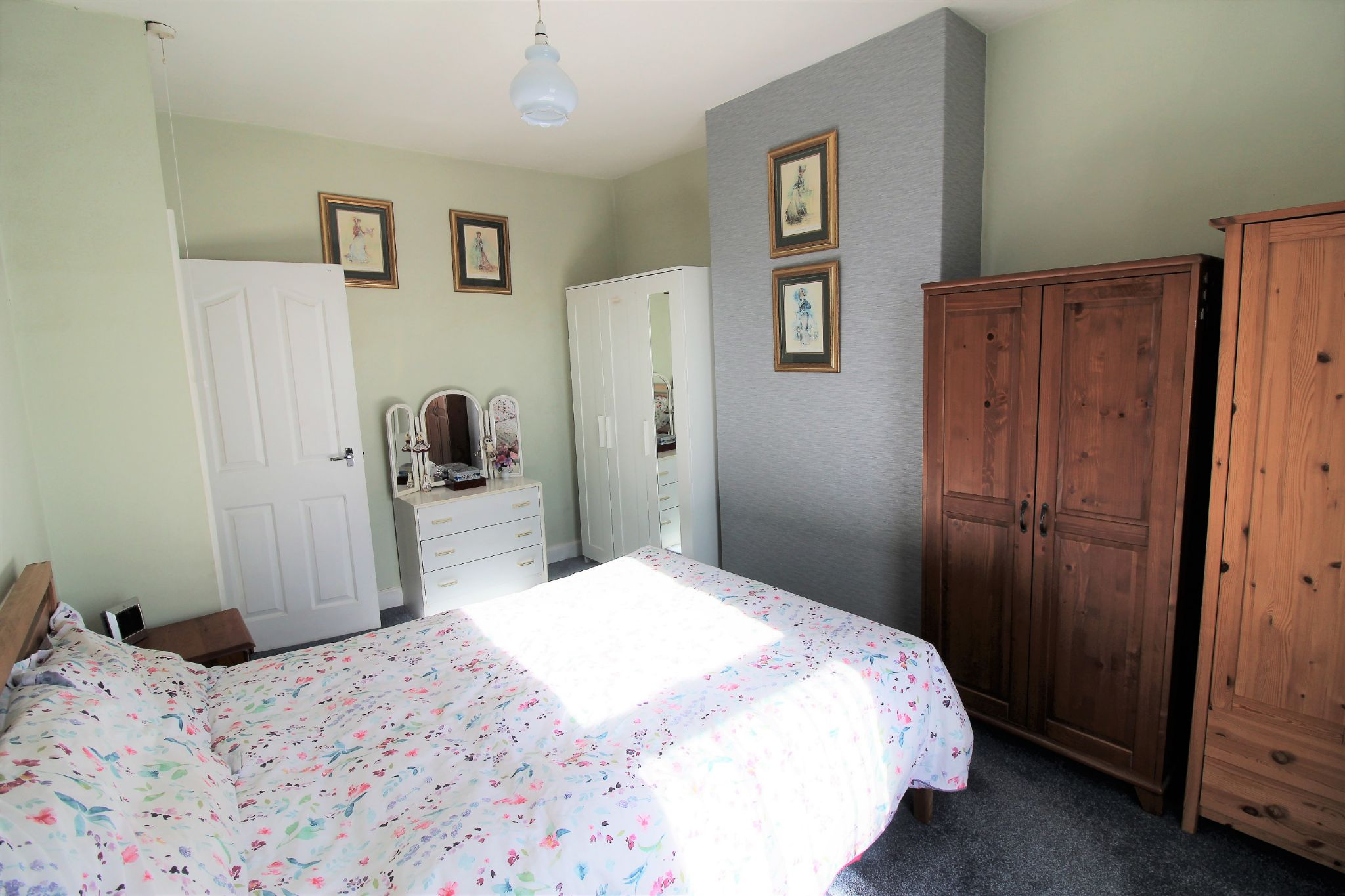 2 bedroom end terraced house For Sale in Brighouse - Bedroom 1