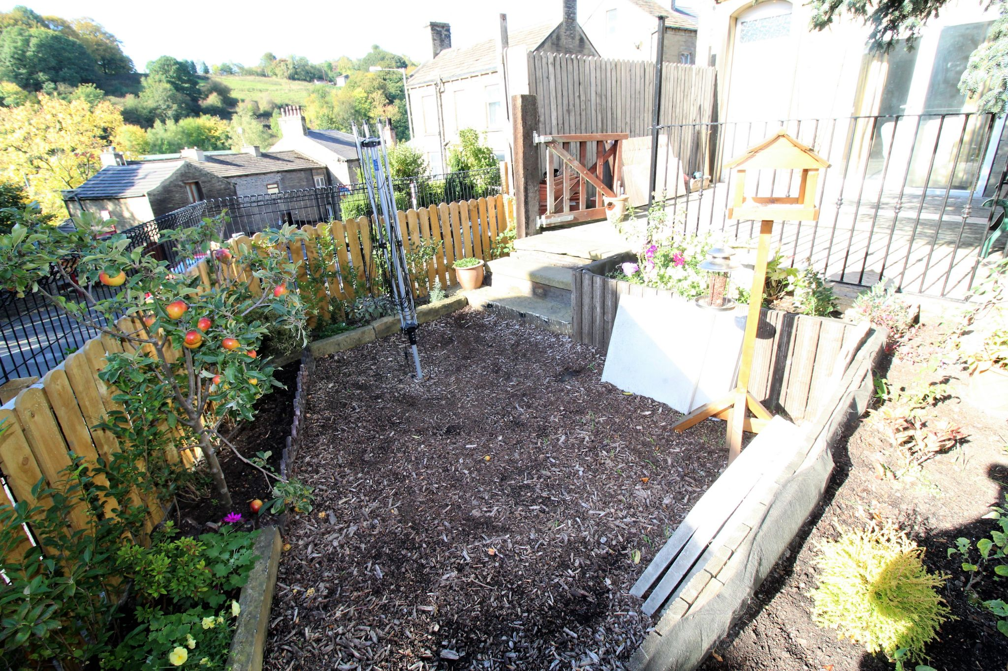 2 bedroom end terraced house For Sale in Brighouse - Front garden