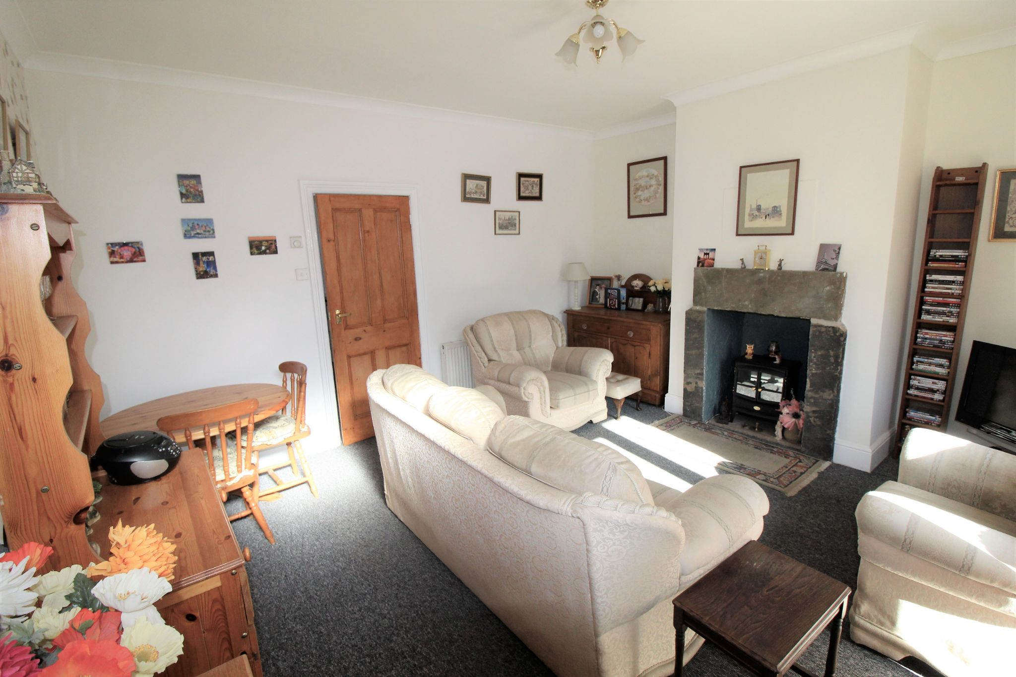 2 bedroom end terraced house For Sale in Brighouse - Lounge