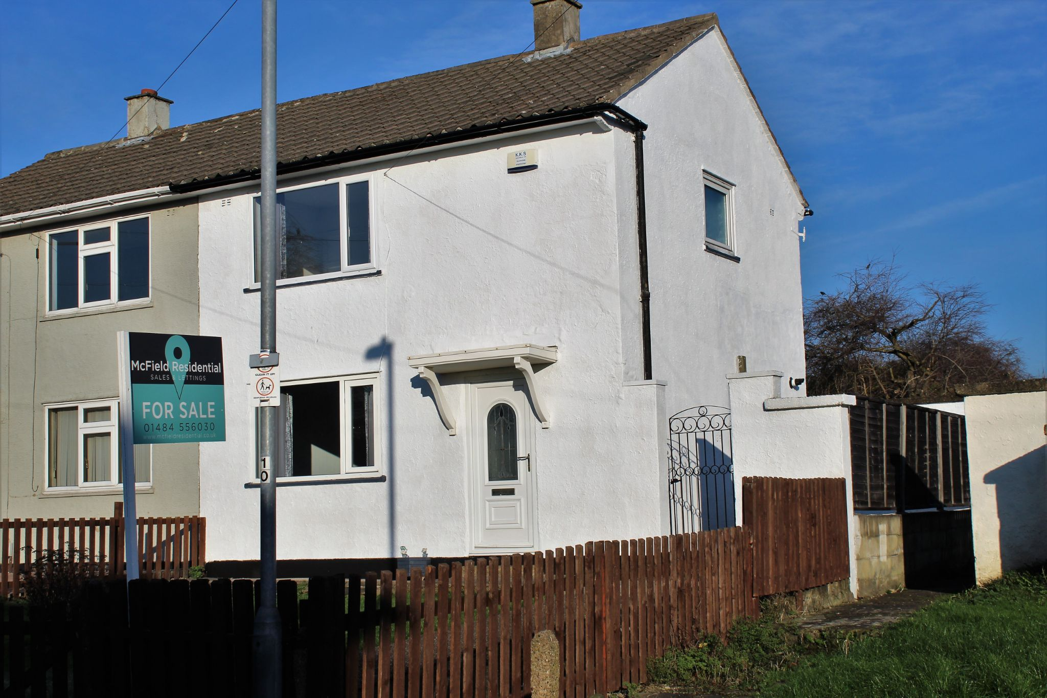 2 bedroom semi-detached house For Sale in Huddersfield - Property photograph