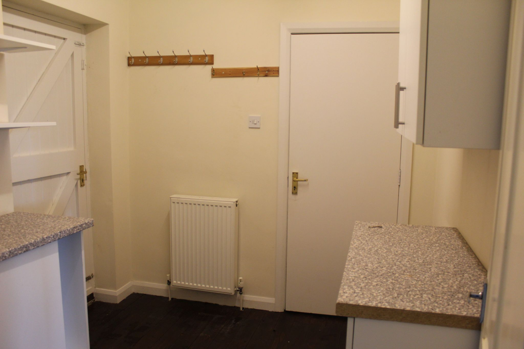 3 bedroom detached house Let in Brighouse - Pantry / utility