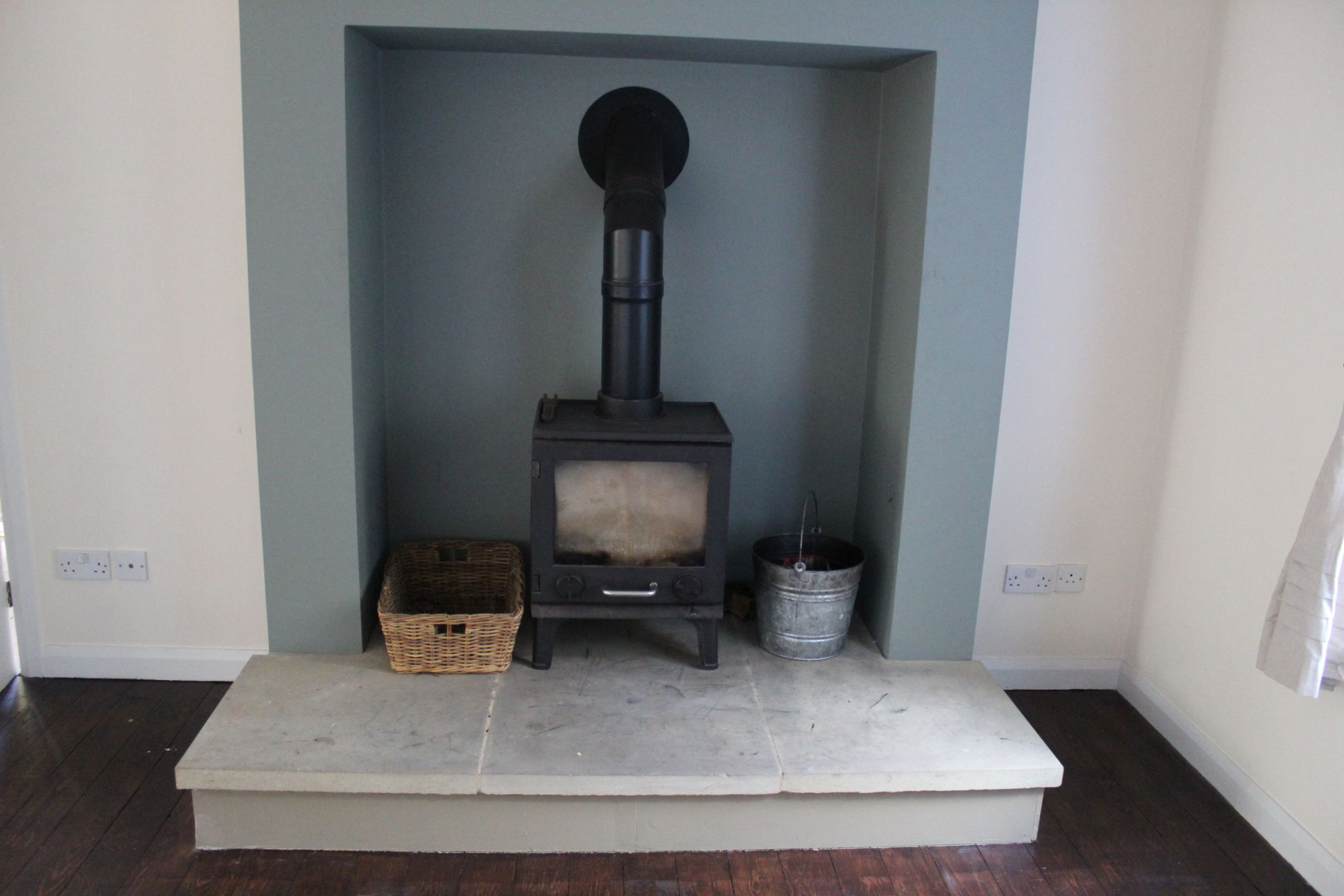 3 bedroom detached house Let in Brighouse - Lounge fireplace