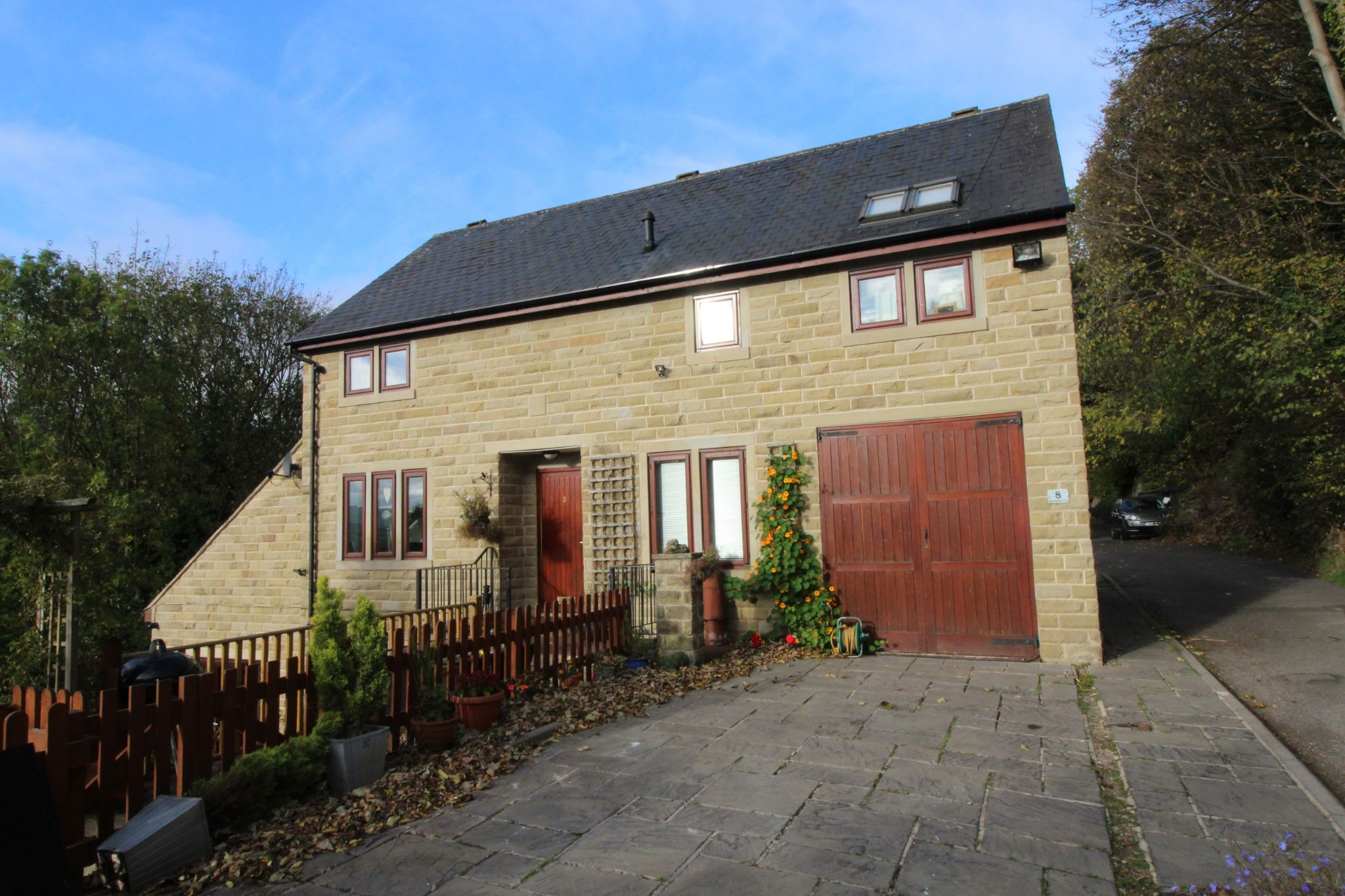 3 bedroom detached house Let in Brighouse - Front elevation