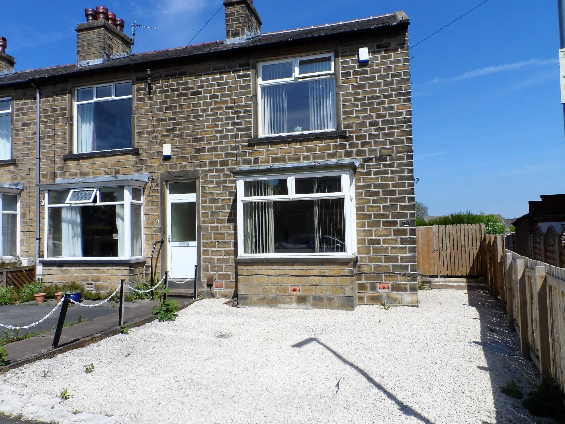 2 bedroom end terraced house To Let in Huddersfield - Property photograph
