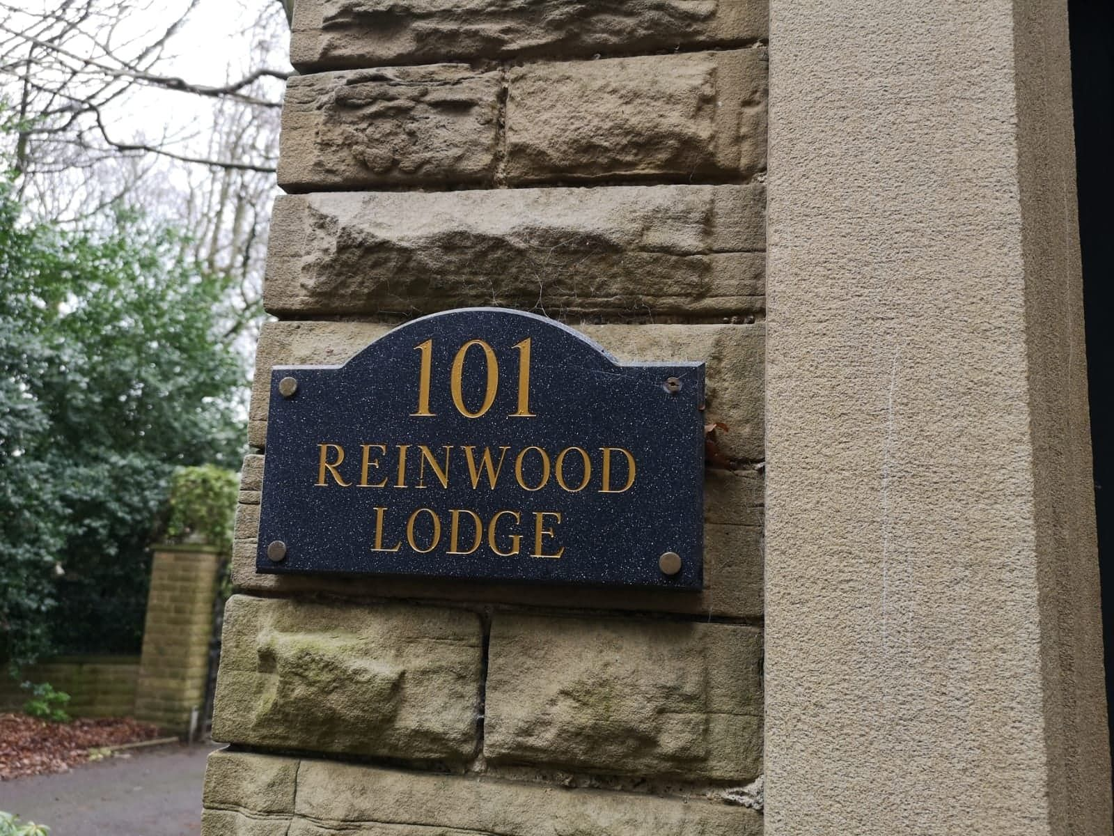 5 bedroom detached house For Sale in Huddersfield - Reinwood Lodge