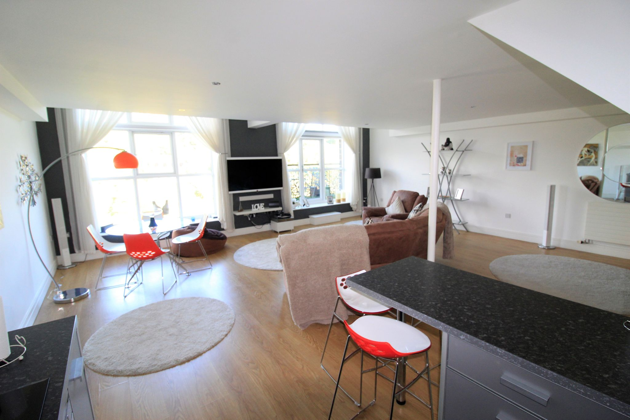 2 bedroom penthouse flat/apartment For Sale in Huddersfield - Photograph 1