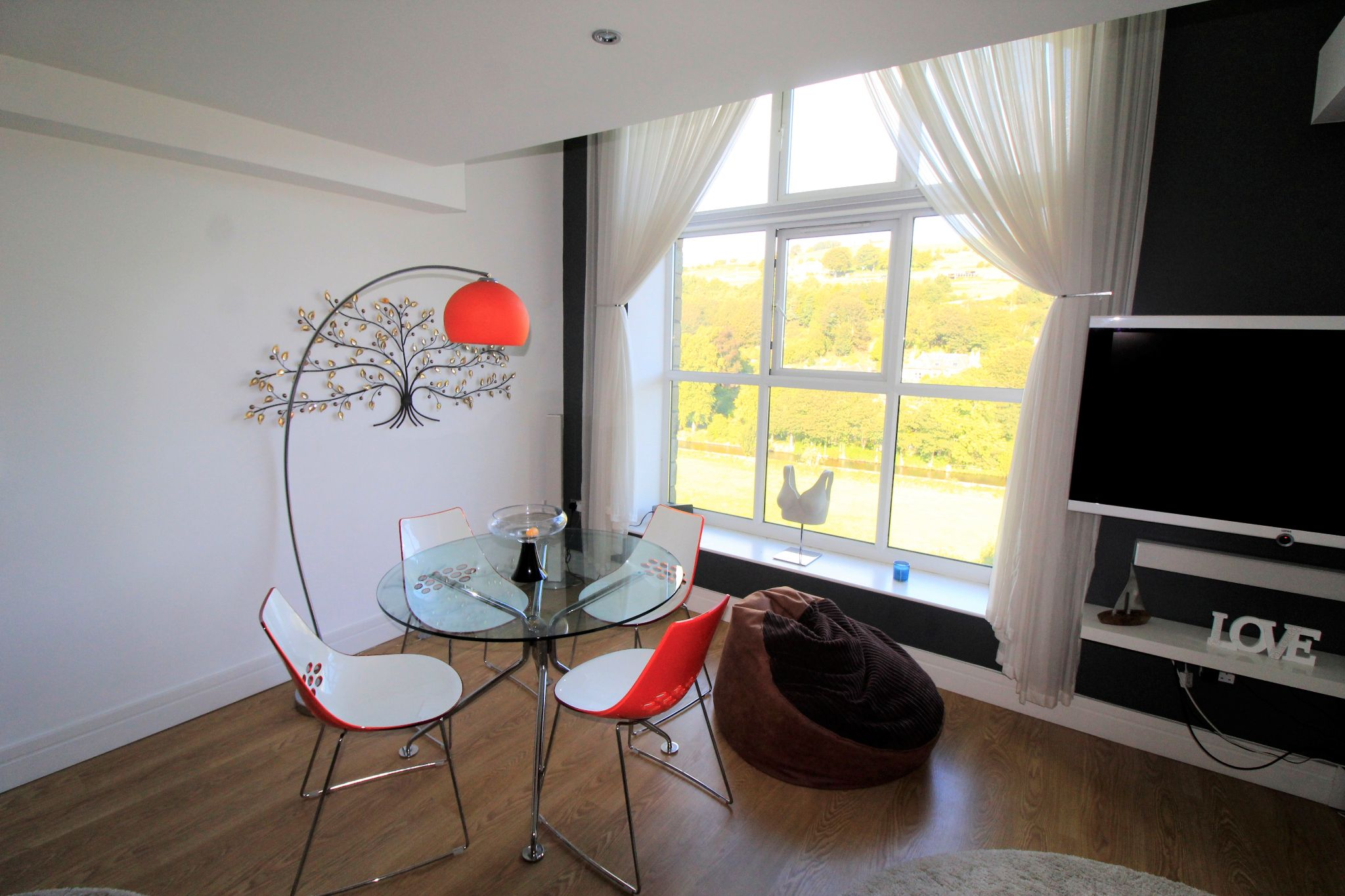 2 bedroom penthouse flat/apartment For Sale in Huddersfield - Property photograph