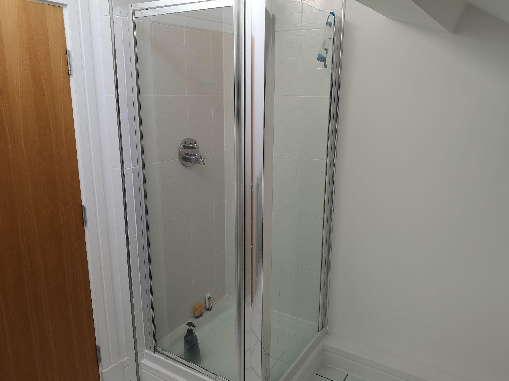 2 bedroom apartment flat/apartment Let in Huddersfield - En-suite