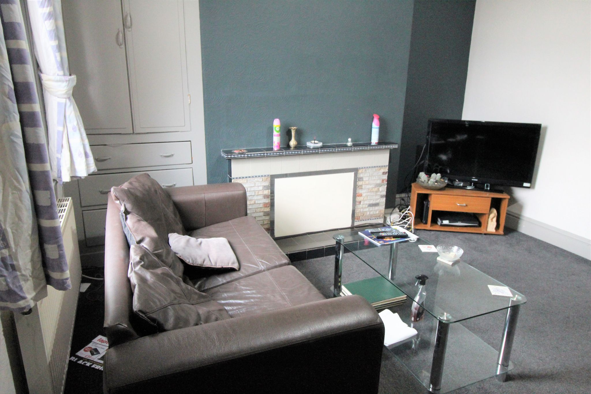 1 bedroom mid terraced house To Let in Huddersfield - Photograph 3