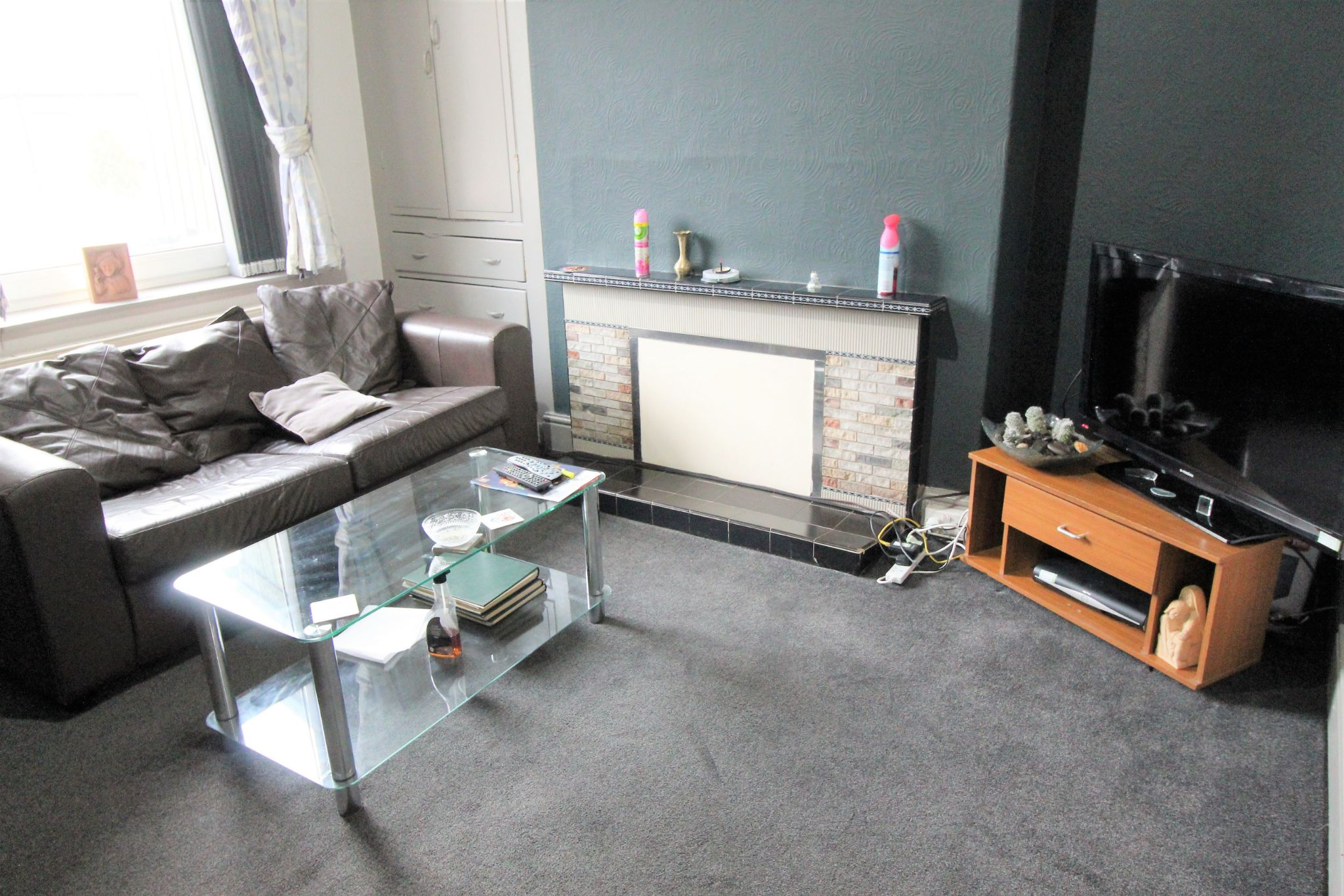 1 bedroom mid terraced house To Let in Huddersfield - Photograph 2