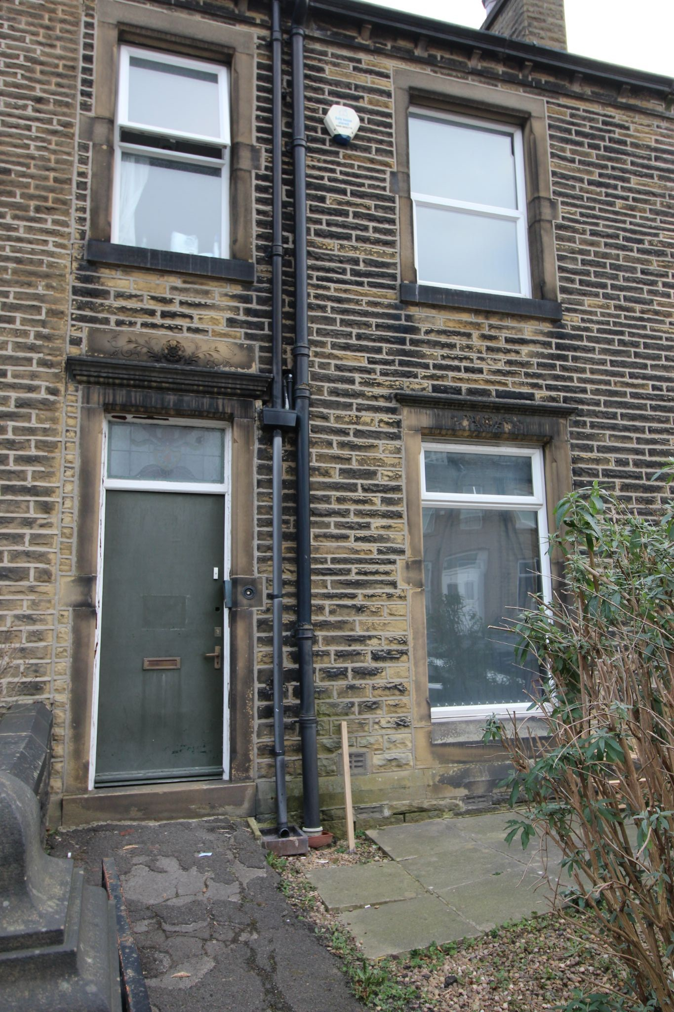 1 bedroom mid terraced house To Let in Huddersfield - Photograph 8