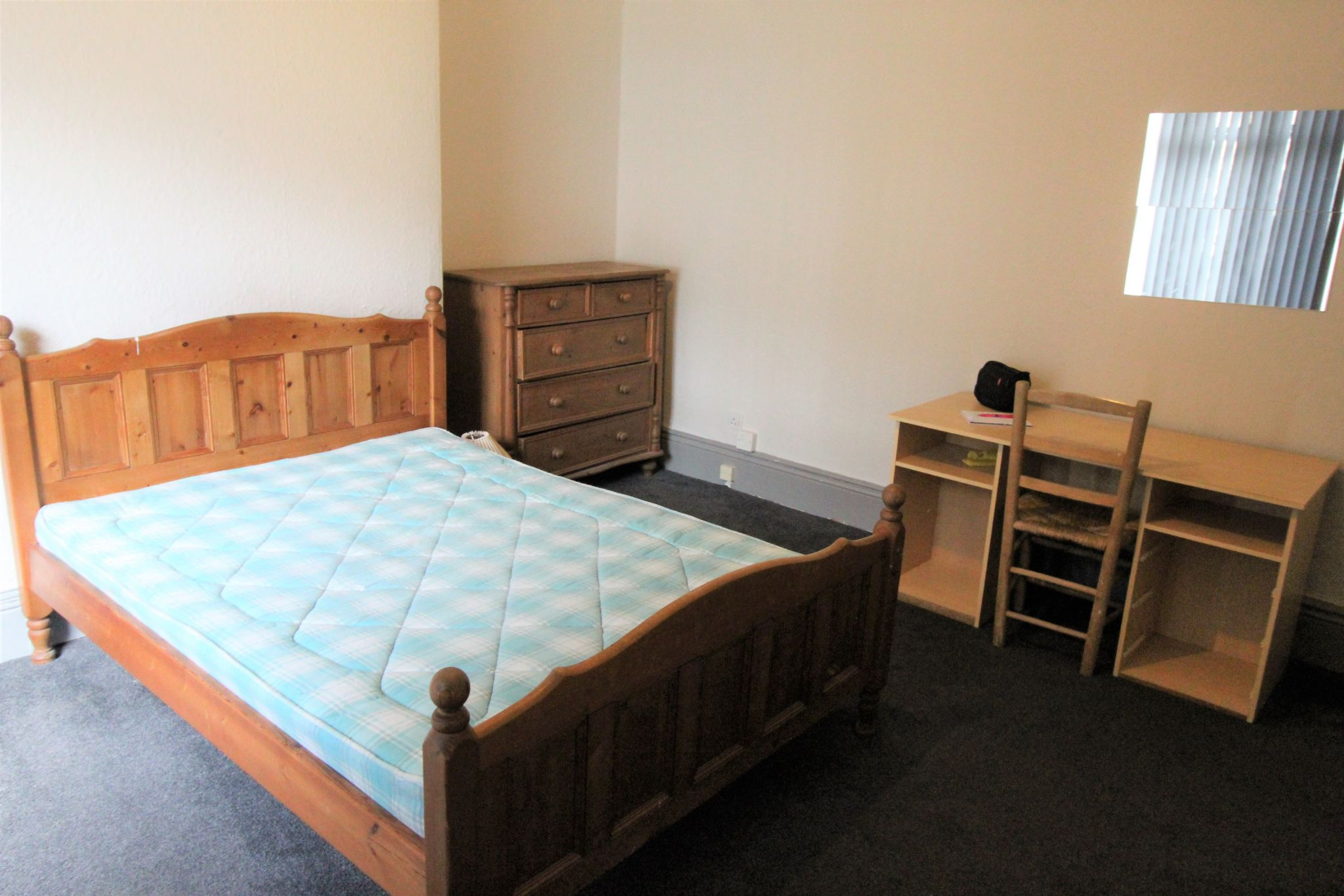 1 bedroom mid terraced house To Let in Huddersfield - Photograph 5