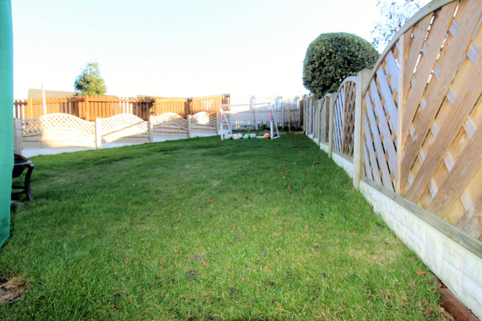 4 bedroom semi-detached bungalow SSTC in Brighouse - Lawned garden
