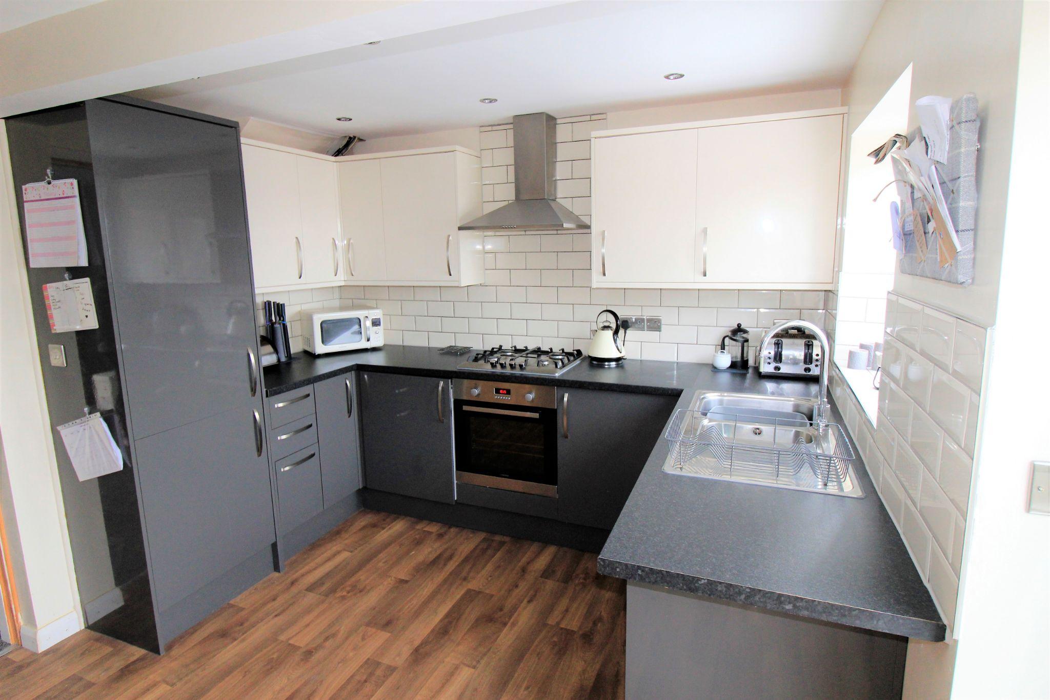 3 bedroom semi-detached house SSTC in Shipley - Kitchen