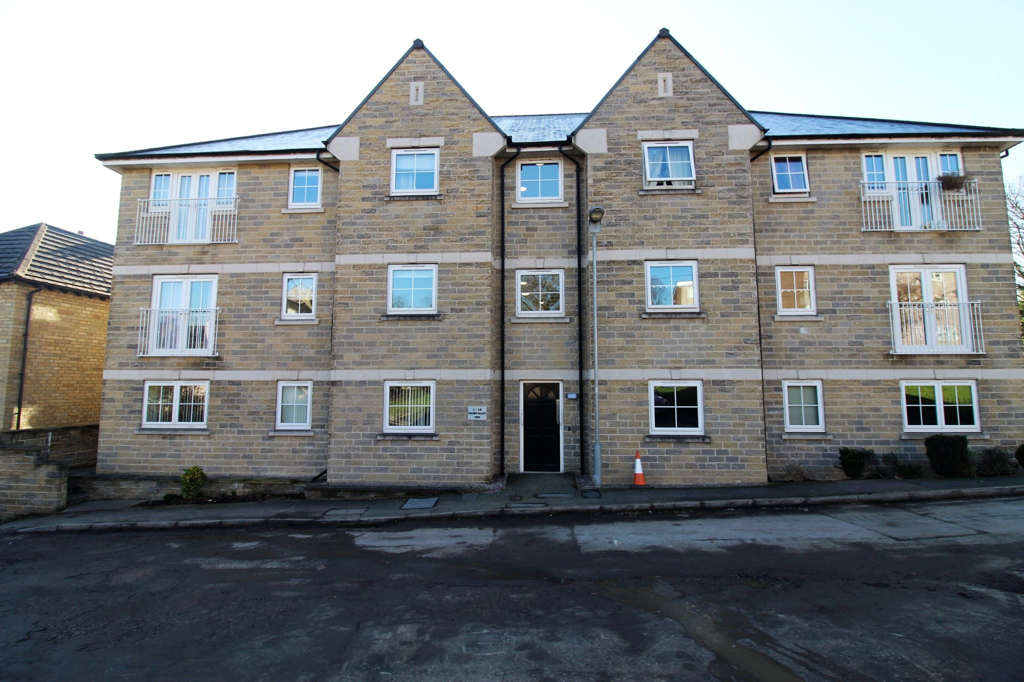 2 bedroom apartment flat/apartment To Let in Brighouse - Property photograph