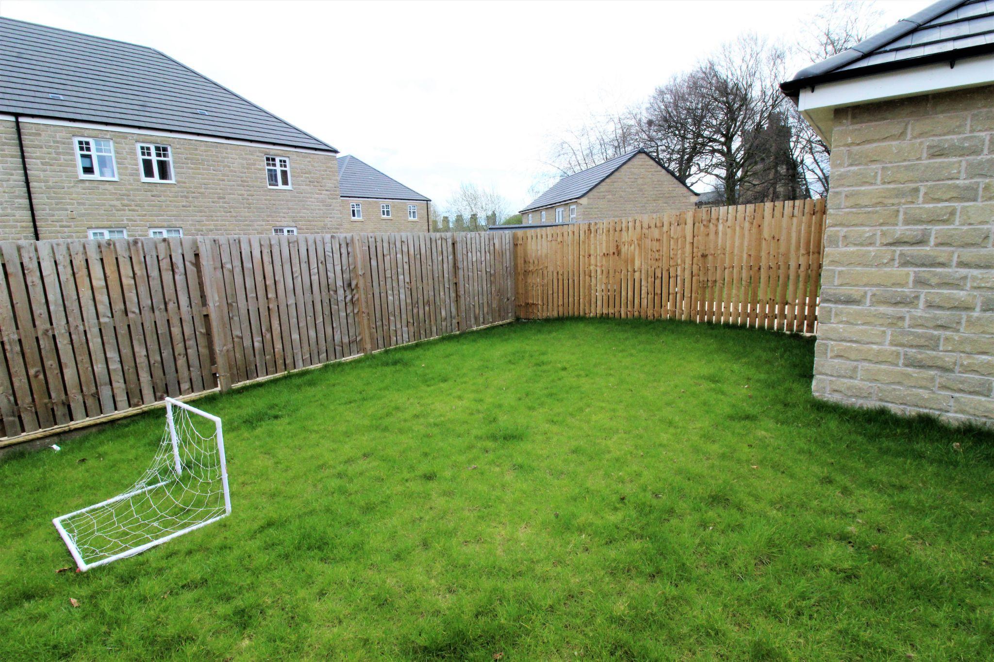 4 bedroom semi-detached house For Sale in Halifax - Lawned rear garden