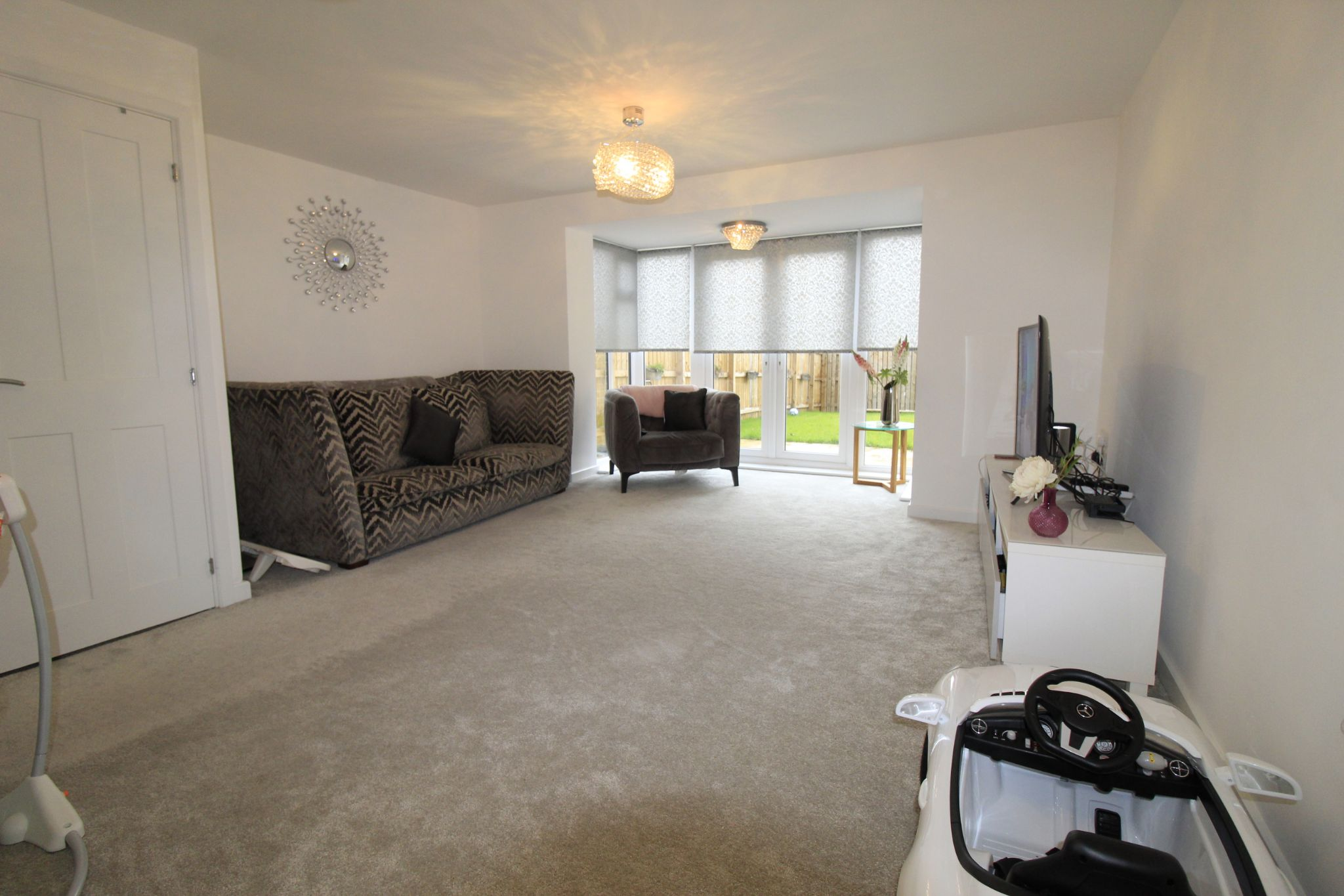 4 bedroom semi-detached house For Sale in Halifax - Lounge