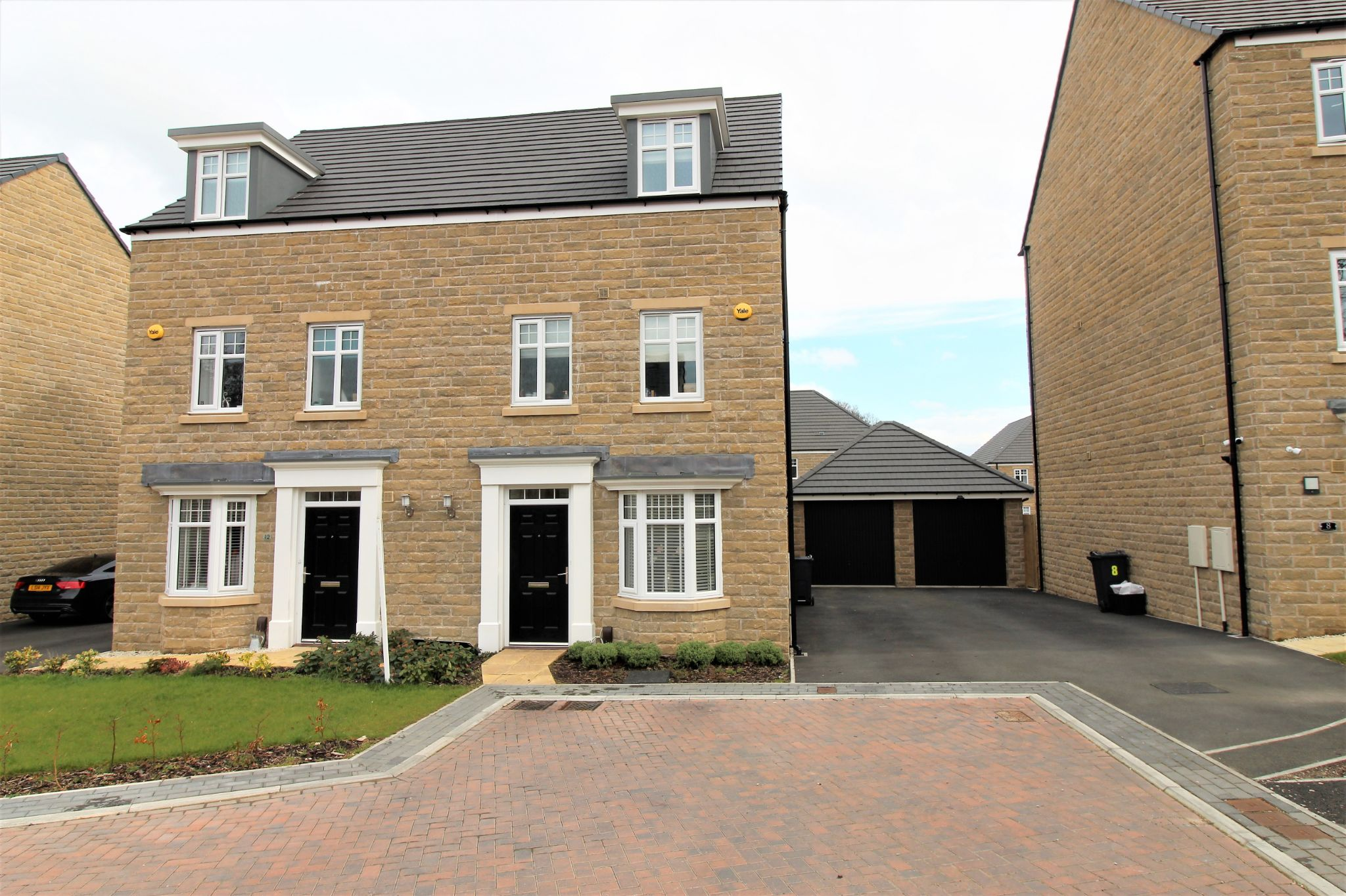 4 bedroom semi-detached house For Sale in Halifax - Front aspect